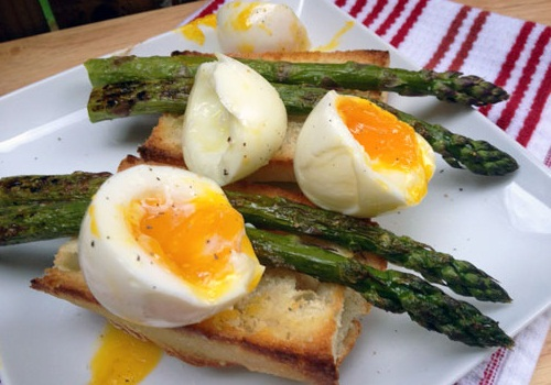 healthy breakfast low calorie, asparagus soft eggs on toast, egg in a hole with yogurt and berries