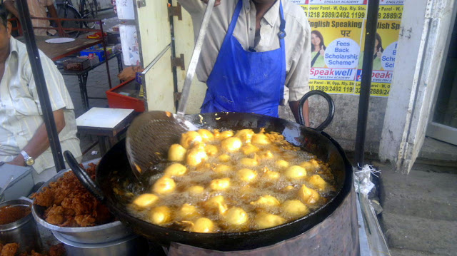 batata vadas, fried, savoury, street food, street photo, mumbai, india,