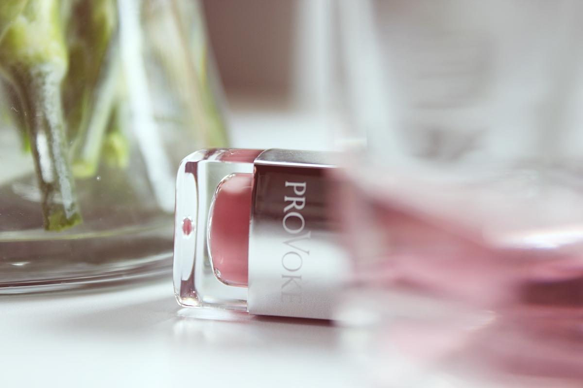 Matowa pomadka w płynie LIQUID MATT LIP TINT - boho rouge N° 702 Korektor rozświetlający ILLUMINATING CONCEALER N° 1  Puder w kompakcie COMPACT POWDER - translucent touch N°100  dr irena eris 6