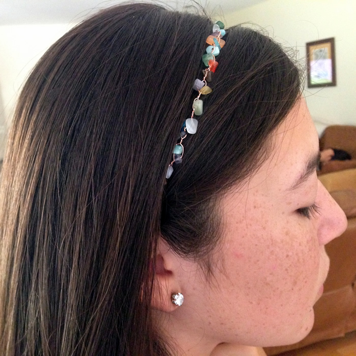 super easy wire and bead headband - great way to use up inexpensive beads.  Free DIY.