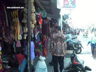 Kios pedagang di City Walk MBK, Blitar