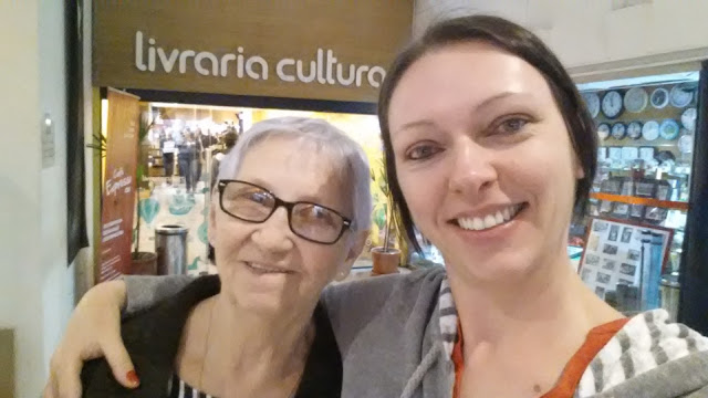 Eu e a mãe na Livraria Cultura!