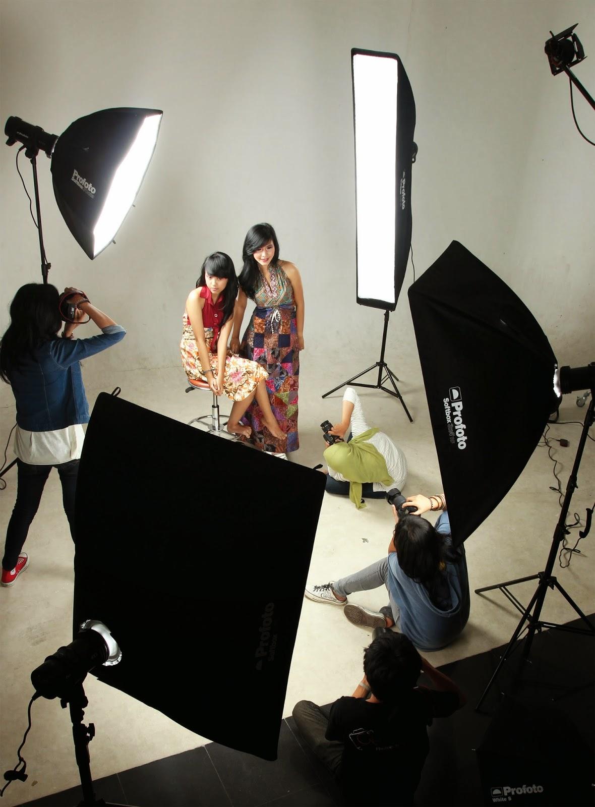 Fotografi Multimedia: Soal Ujian Tengah Semester