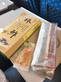 sushi de caballa en su paquete