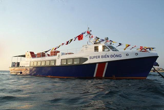 Tàu Supper biển đông