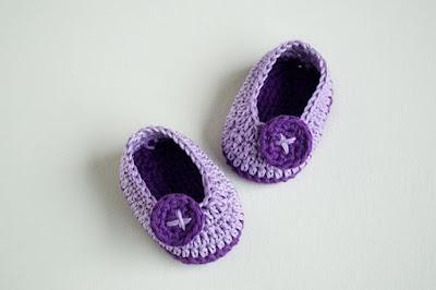 """chaussons bébé au crochet """"Violet Butterfly"""""""