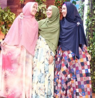 17 Gamis Dan Hijab Syar'i Remaja Jadi Inspirasi Lebaran Sekarang
