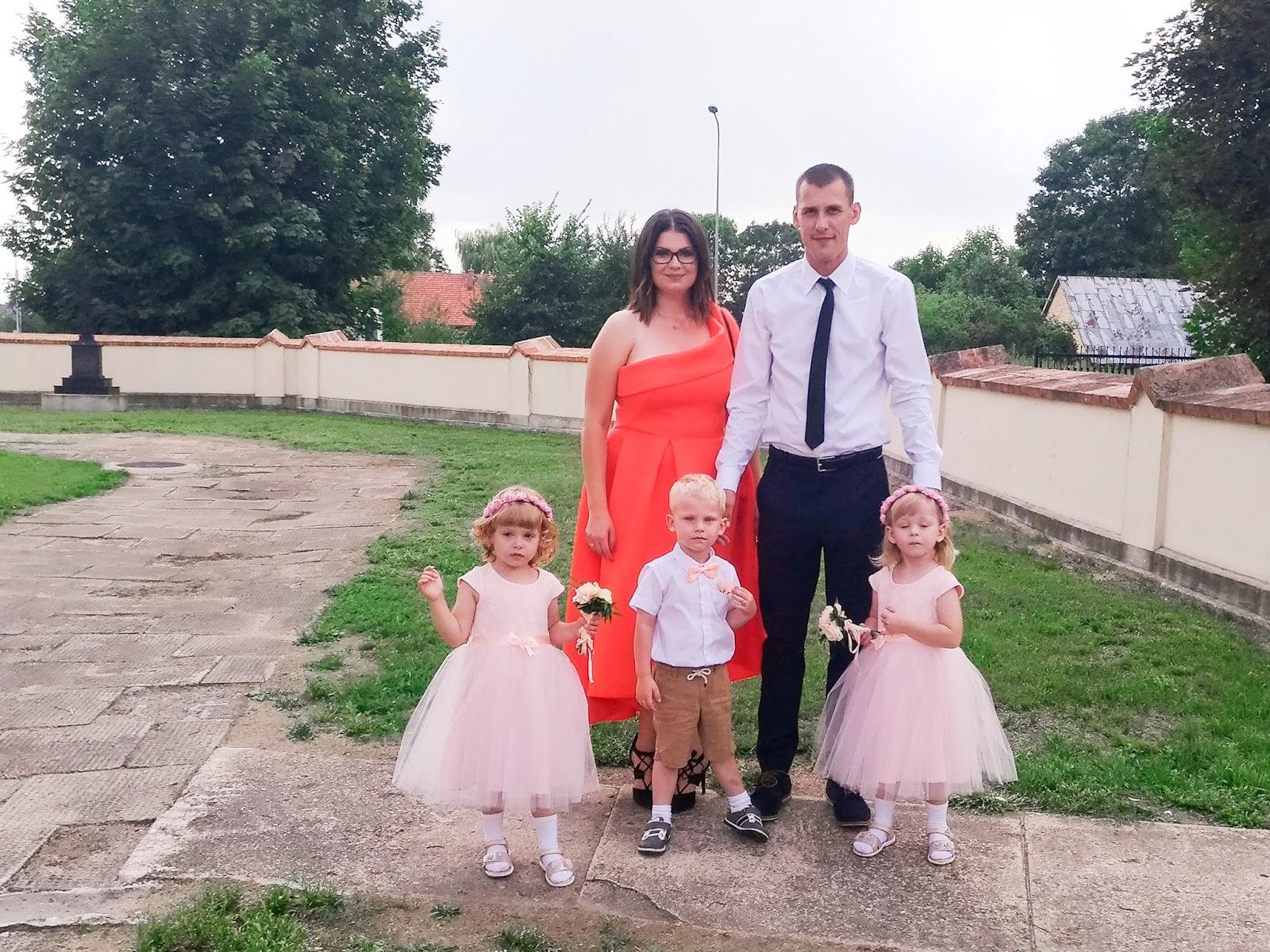 bda4630cee Przy okazji wyboru strojów dla dzieci pojawiło się ważne pytanie-jak ubrać  dziecko na ślub