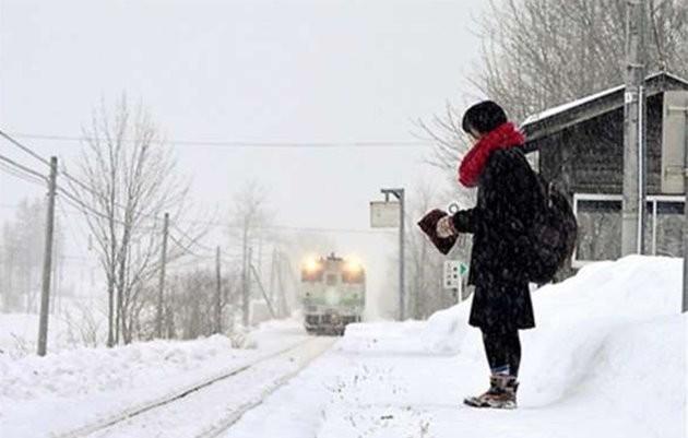 Sebuah Kereta Api Di Jepang Heboh Di SosMed Karena Mengangkut 1 Penumpang Siswi Setiap Harinya