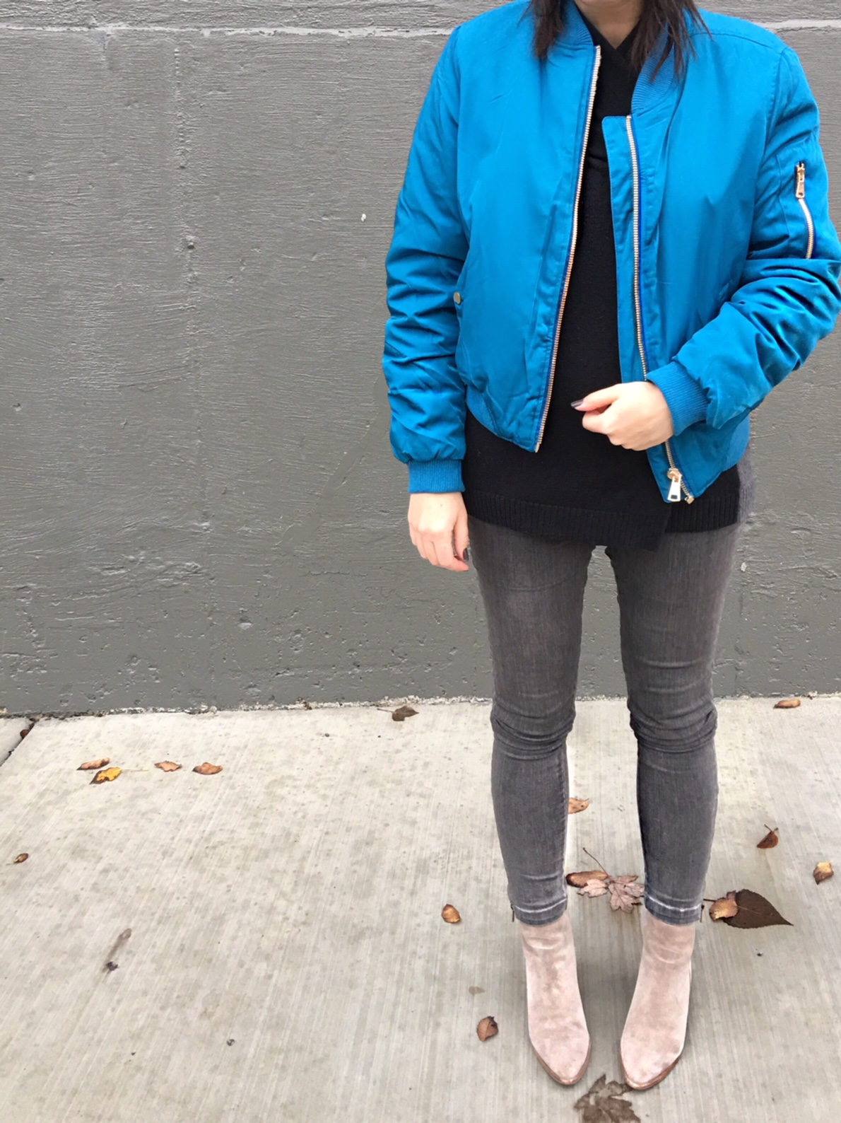 A gray beret + a blue bomber jacket