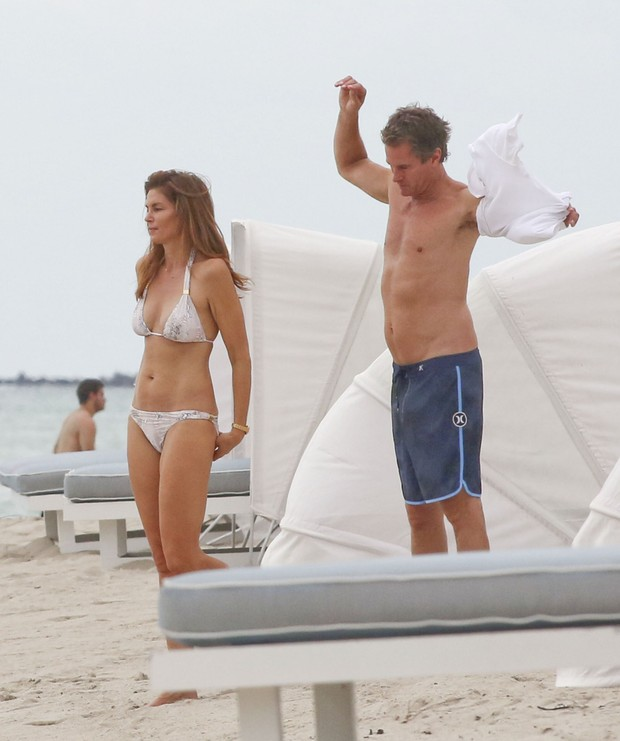 Cindy Crawford a bikini held, the model showed his good form on the beach