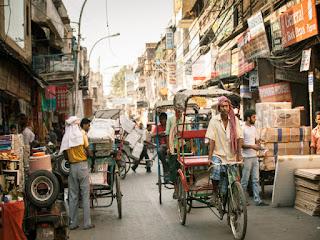 Calle de ciudad en la India