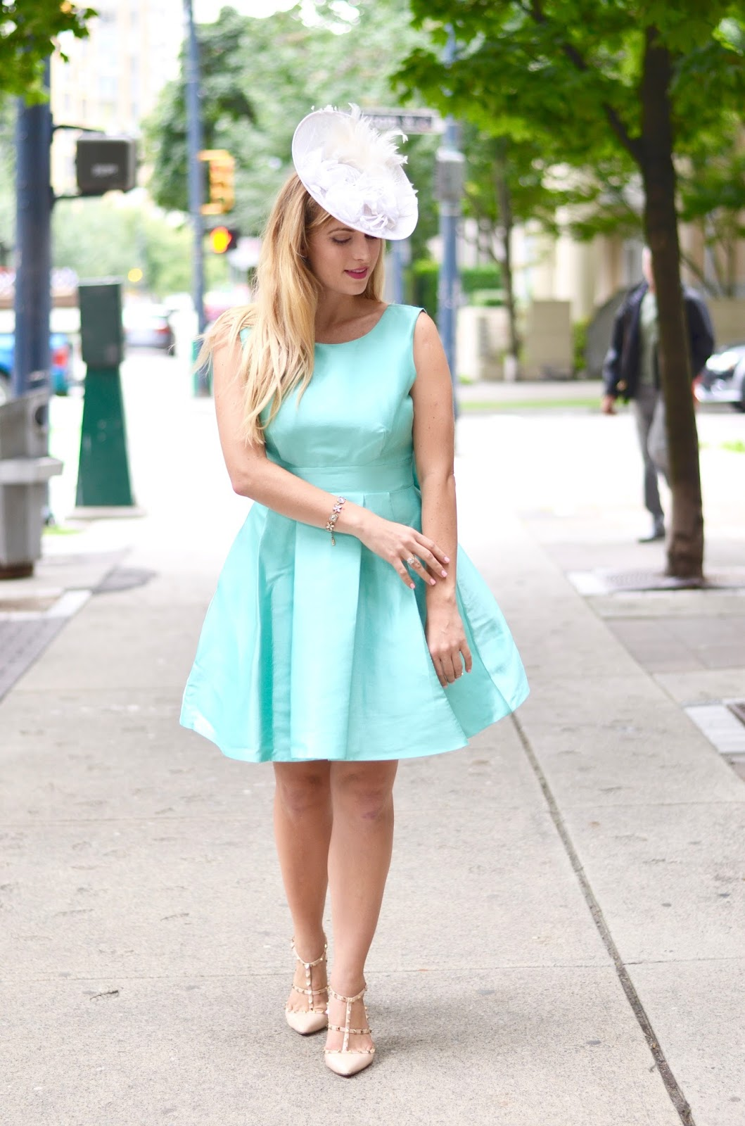 mint kate spade dress and fascinator