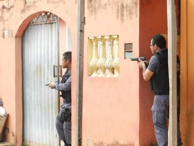 Assalto a depósito de bebidas de Pedreiras termina com tiroteio: menor e PM foram feridos