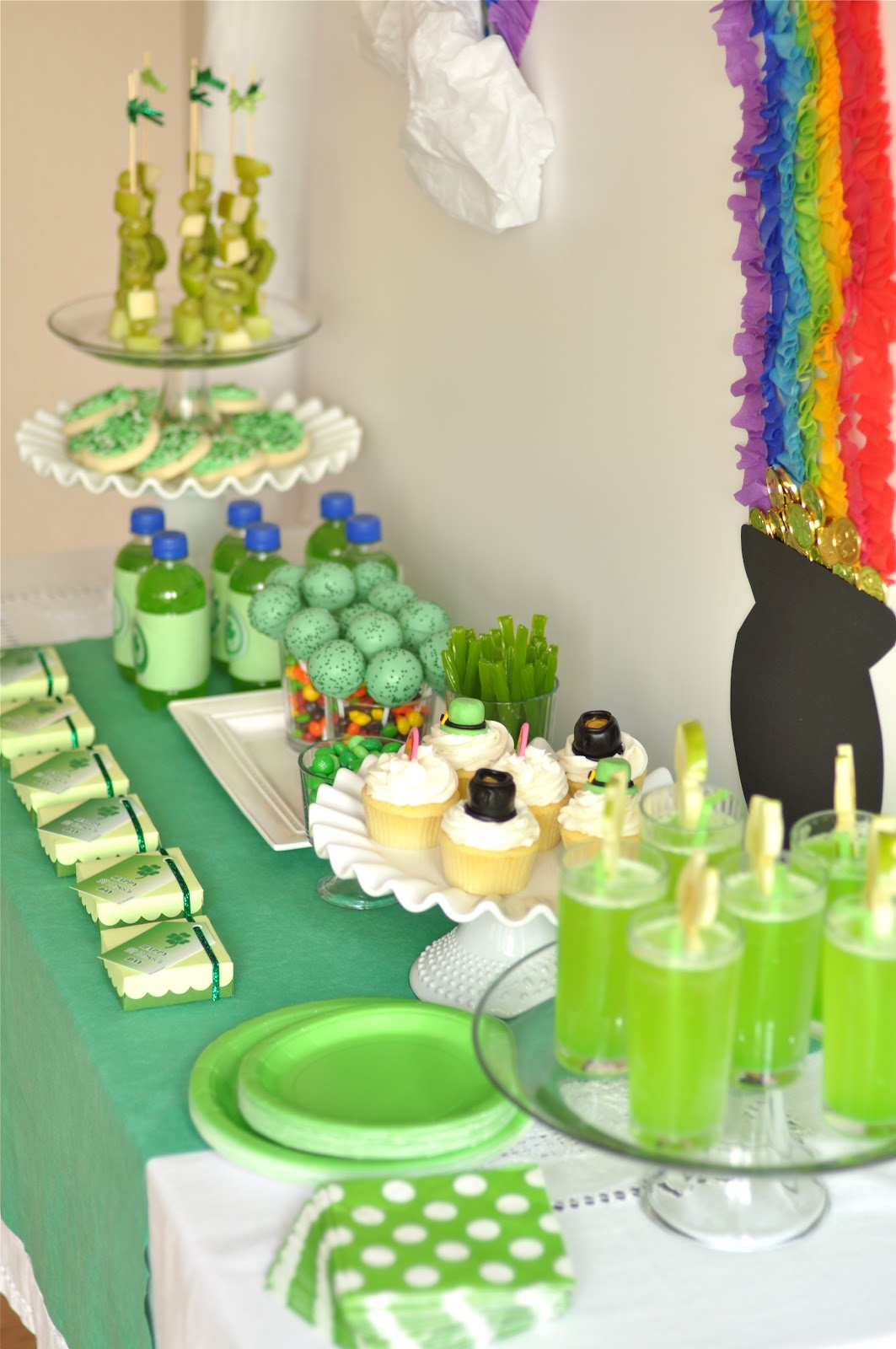 St Patrick's Day Rainbow Inspired Party & FREE Printables - via BirdsParty.com