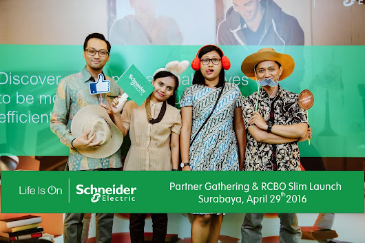 Jasa Photobooth Event Schneider-Electric Indonesia Di Hotel Santika Jemursari