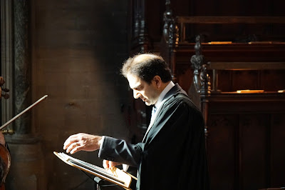 Andrew Nethsingha rehearsing in the chapel of St John's College, Cambridge (Photo James Beddoe)