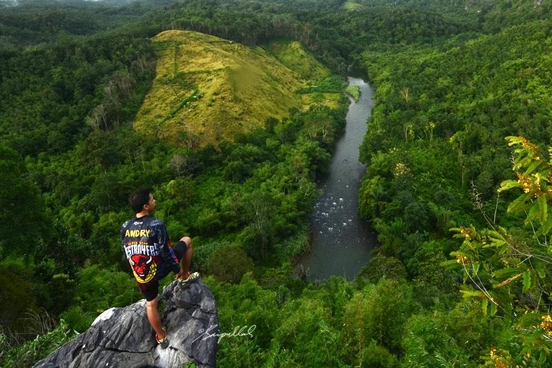 kabupaten hulu sungai selatan dengan ibukota kandangan berada di letak alam yang strategis sebagian wilayah pegunungan dan juga perairan
