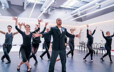 CHICAGO extends booking period at London's Phoenix Theatre and first look at rehearsal photos