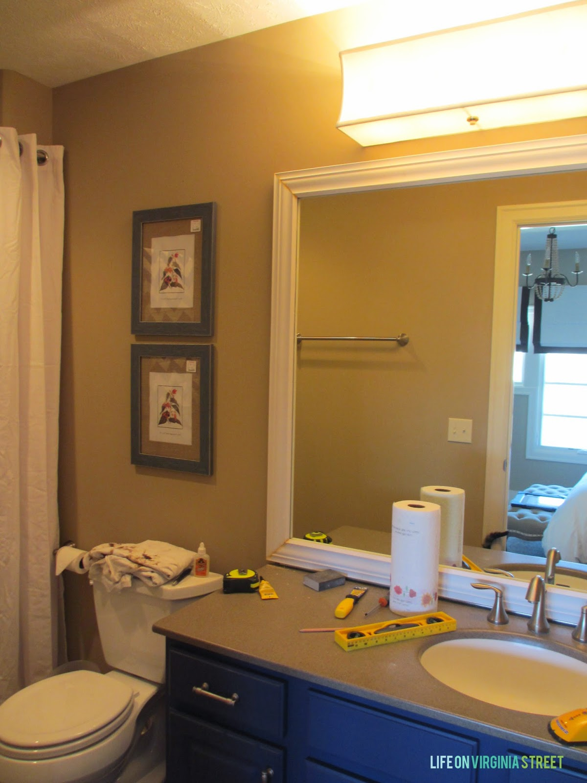 Mirror vanity tables with lights 1000 ideas about 1950s bathroom