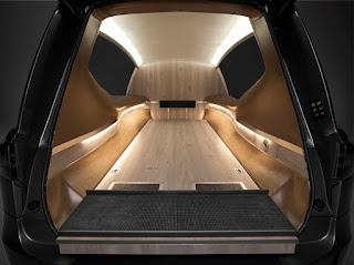 Intérieur du corbillard Mercedes Tesla S