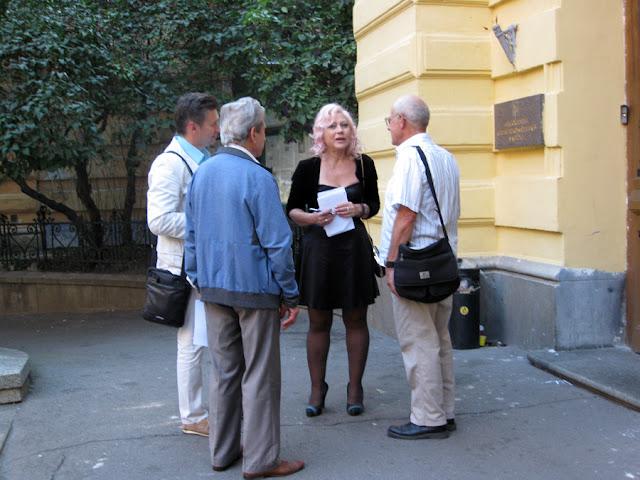 Лилия Золотоноша у входа в НСПУ