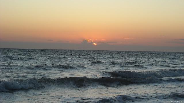 Zonsondergang op zee in Zeeland