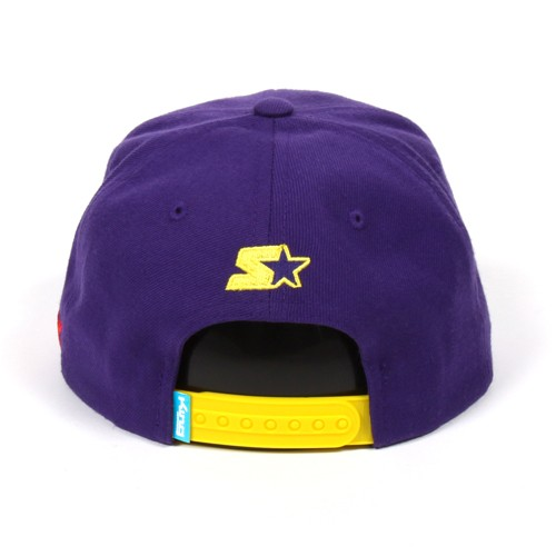 Moving on from a Lakers colourway to a New York Knicks one. This cap has  got to be the pick of the lot. It epitomizes everything a Starter snapback  cap ... 3a4185dde11