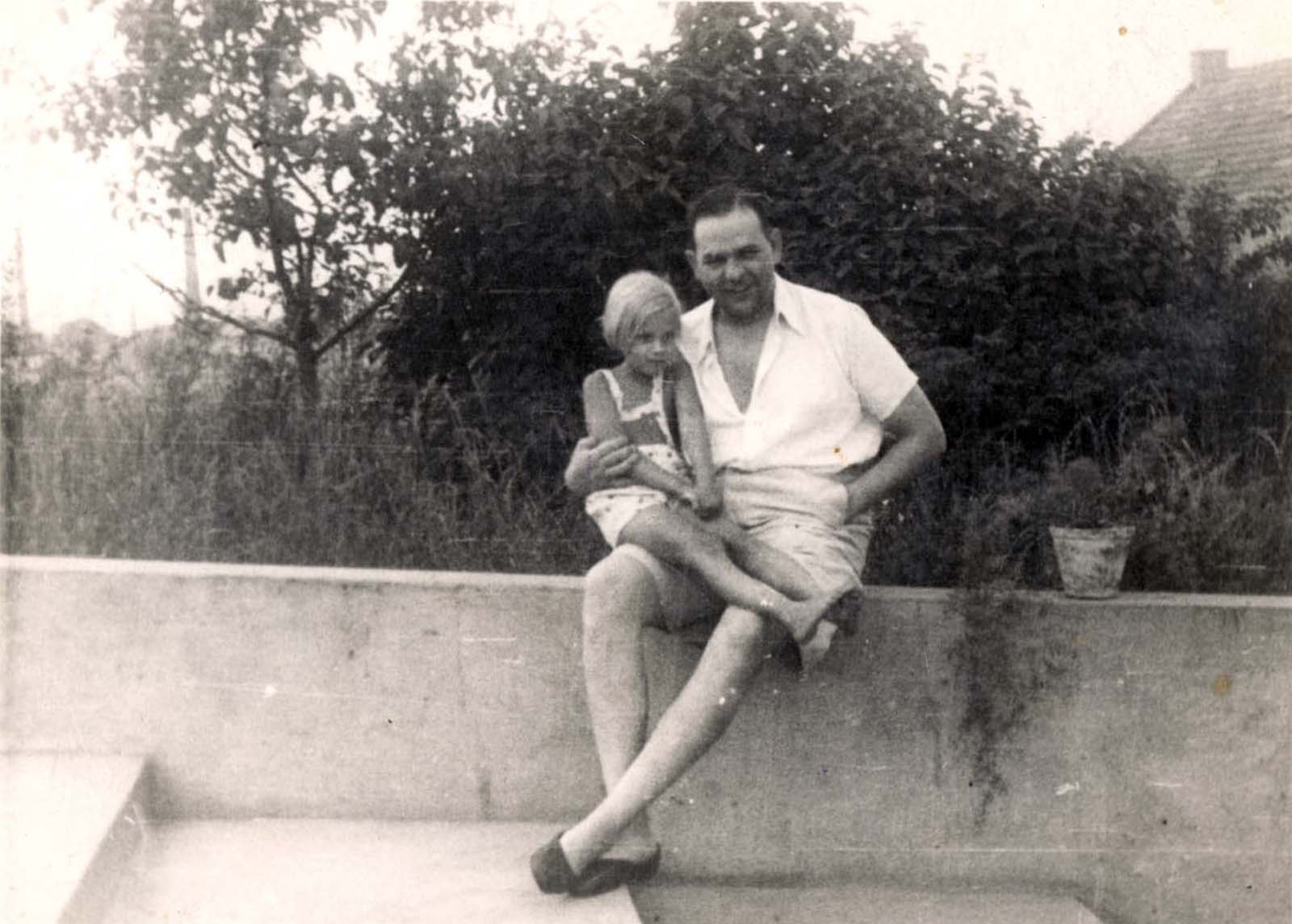Amon Goeth with his daughter, 1943. He married Anny Geiger in a civil SS ceremony on 23 October 1938. The couple had three children, Peter, born in 1939, who died of diphtheria at age 7 months, Werner, born in 1940, and a daughter, Ingeborg, born in 1941.