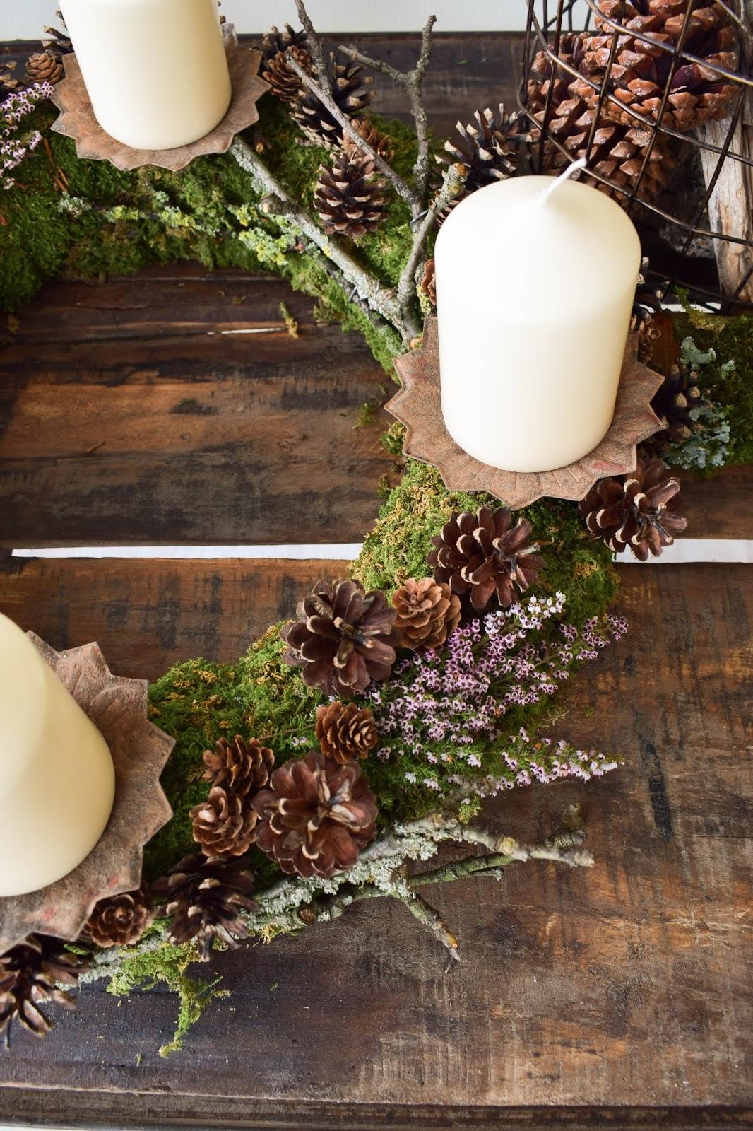 Adventskranz selber machen. DIY Mooskranz für Advent mit Zapfen und ganz viel Natur. Adventskranz Ideen einfach selbstgemacht