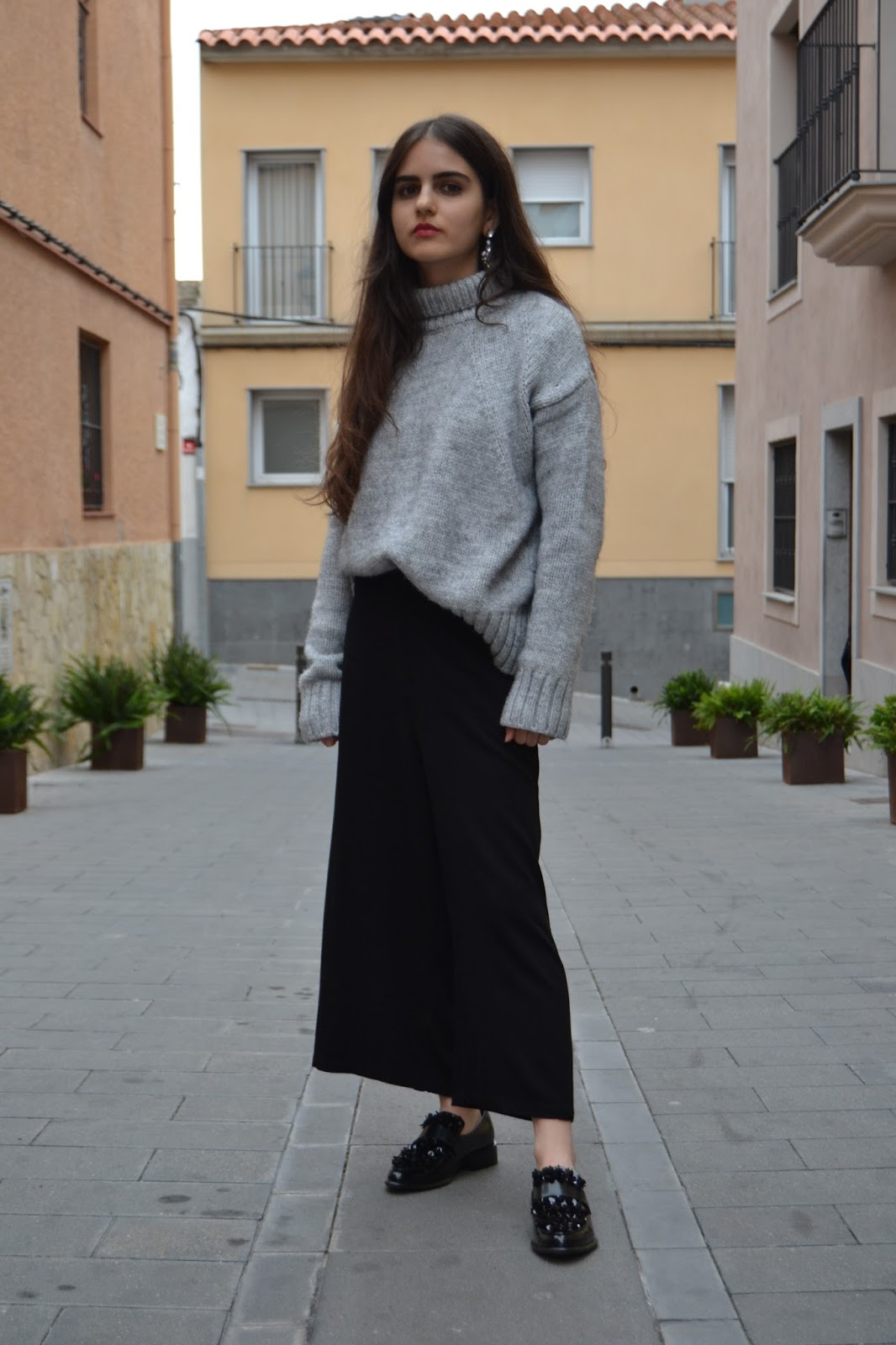 outfit with grey jumper