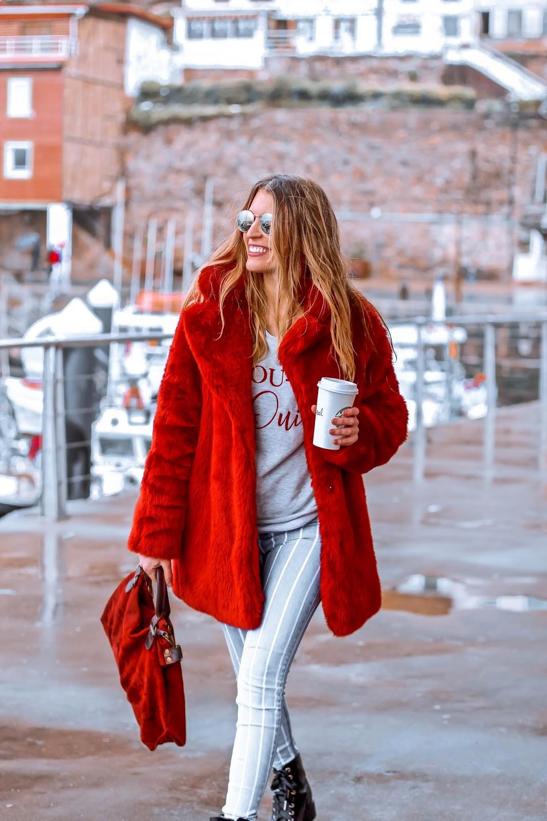 como llevar abrigo rojo
