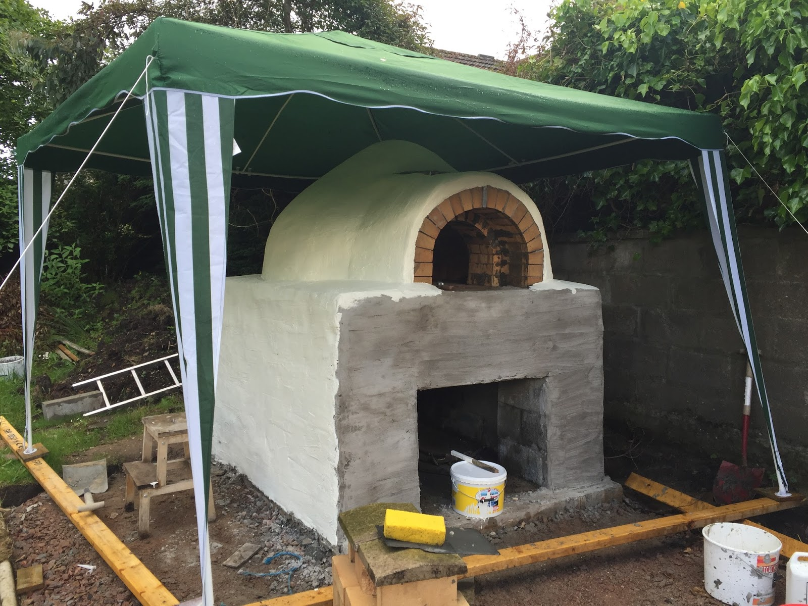 My Pizza Oven in Sunny Aberdeen painting the dome and initial