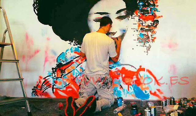 muralista en acción