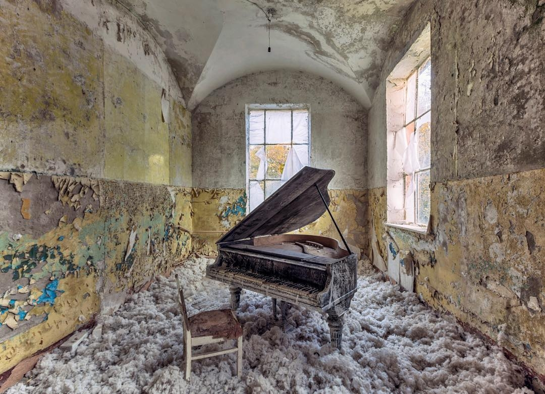 10-Christian-Richter-Architecture-with-Photographs-of-Abandoned-Buildings-www-designstack-co
