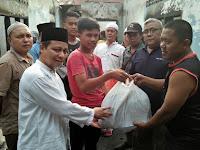 Keren! Anggota DPRD Medan Ini Bantu Korban Kebakaran
