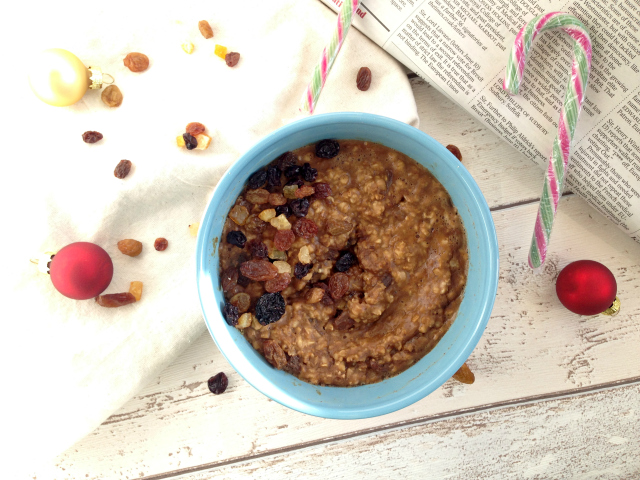 Christmas Cake Breakfast Porridge (Vegan) - The perfect spiced treat, inspired by a Christmas favourite, to enjoy throughout the festive period for a delicious warming, filling breakfast. Perfect for a Christmas day breakfast too!