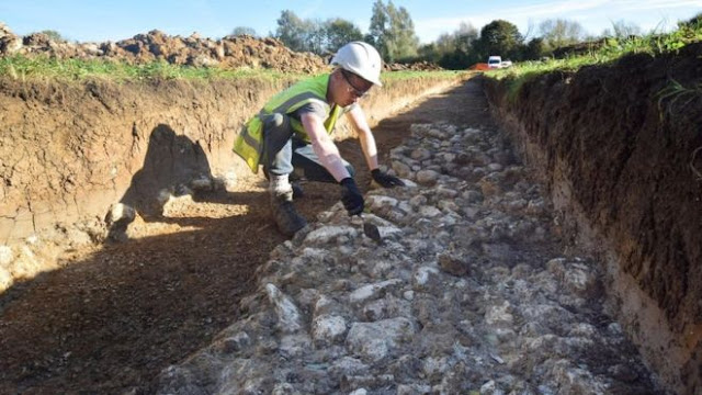 Medieval road discovered under Oxford field