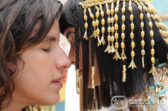 Azenate, figurino José do Egito, enfeites de cabelo