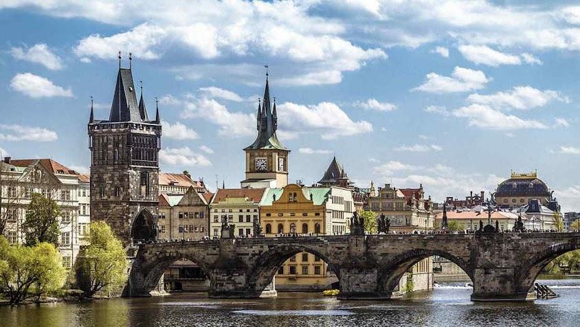A Ponte de São Carlos em Praga