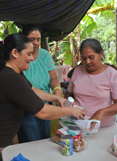 Honduran Food Giveaway- missions, Honduras, Christmas outreach, food giveaway