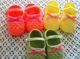 4 novos sapatinhos de crochê para bebês  com gráfico