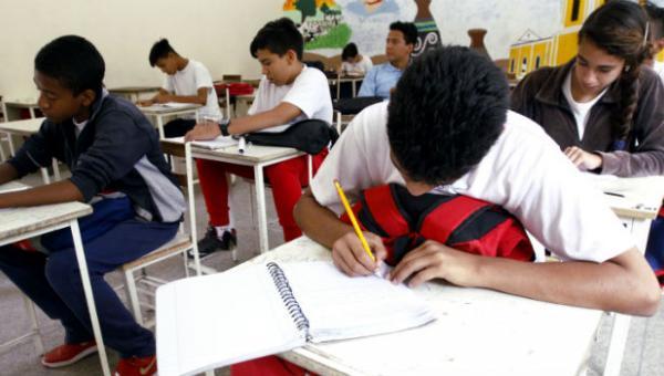 Dictadura sanciona a directivos de 15 colegios por permitir protestas estudiantiles