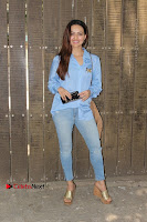 Actress Sana Khan Pos in Denim Jeans Dubbing at Her Upcoming Movie Toilet Ek Prem Katha .COM 0008.jpg
