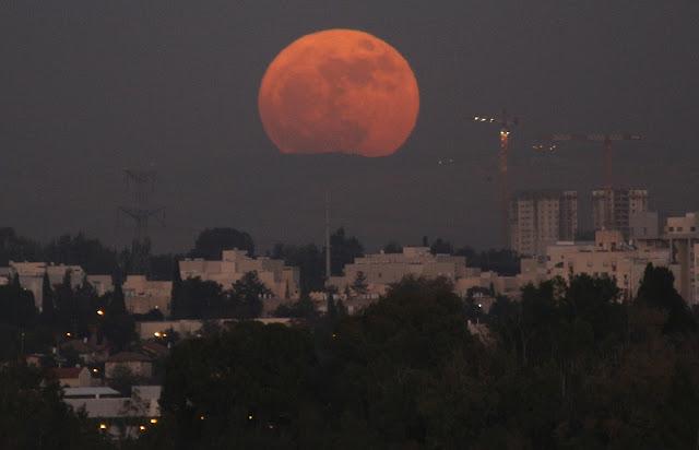 זריחת הירח