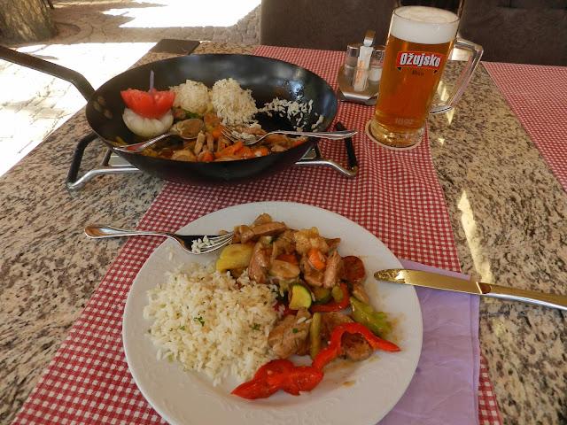 A view of Filii Restoran Pansion vegetable platter.