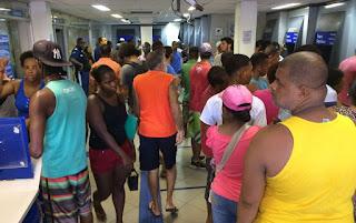 Agências da Caixa registram filas para saque do FGTS inativo