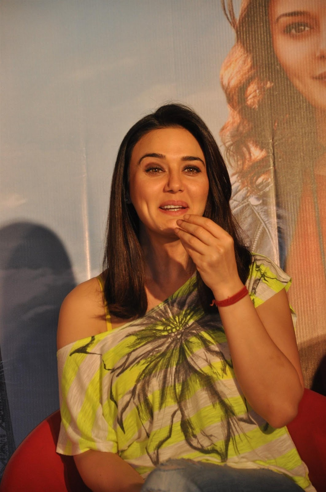 High Quality Bollywood Celebrity Pictures Preity Zinta -7170