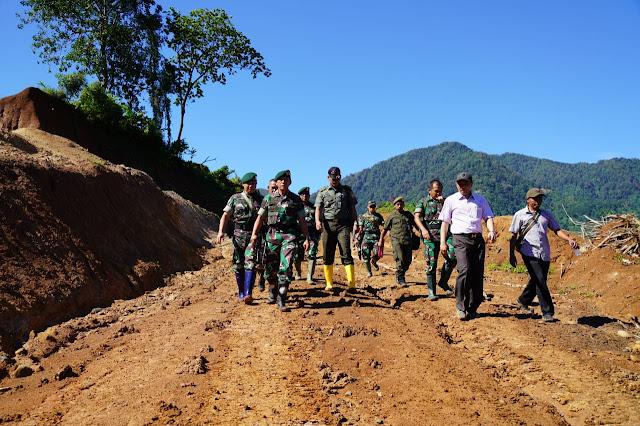 Pangkostrad Tinjau Penataran Pelatih Bela Diri Militer  di Karawang