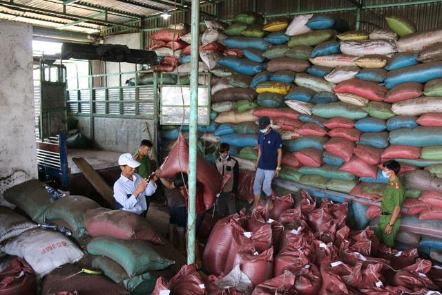 Vụ cà phê nhuộm pin ở Đắk Nông khởi tố bắt tạm giam 5 đối tượng -2